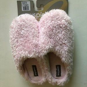 Easy Spirit brand fuzzy pink slippers. Size 8-9.